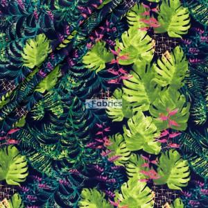 Liście palmowe z kwiatami na czarnym tle