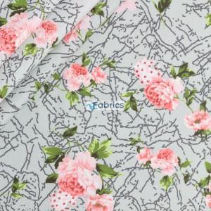 Róże na wzorzystym miętowym tle