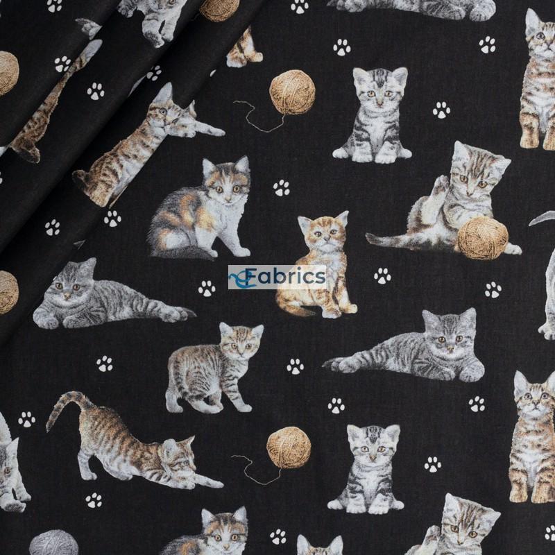 Kotki z włóczką na czarnym tle