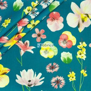 Bratki i lilie na ciemnozielonym tle
